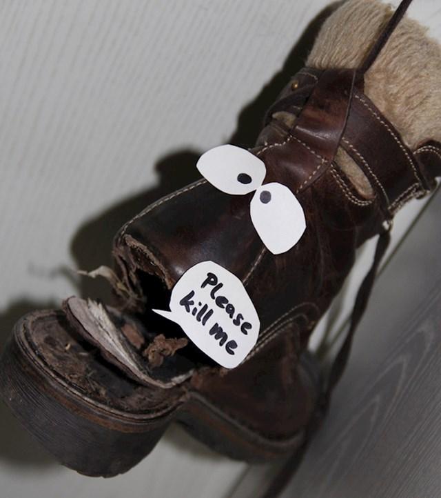 """""""Ovako mi je cimerica htjela dati do znanja da je vrijeme da kupim nove cipele."""""""