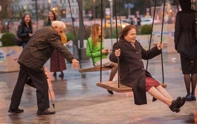Nitko nije prestar za zabavu.