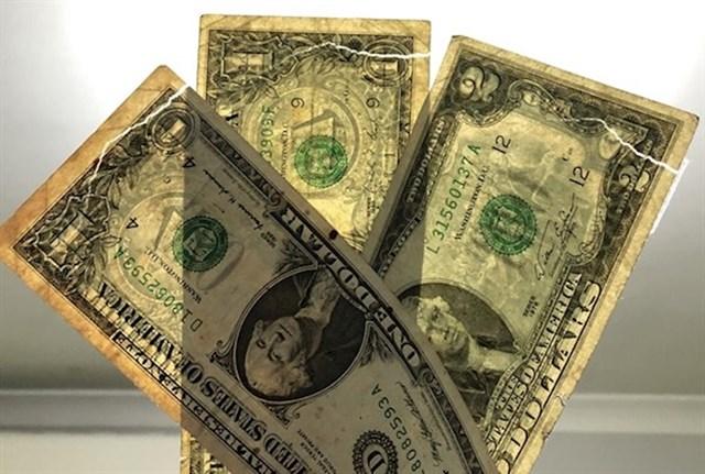 """""""S eBaya sam naručio stare novčanice američkog dolara. Kad su mi stigle poštom, poderao sam kuvertu i tako nesvjesno poderao i novčanice."""""""