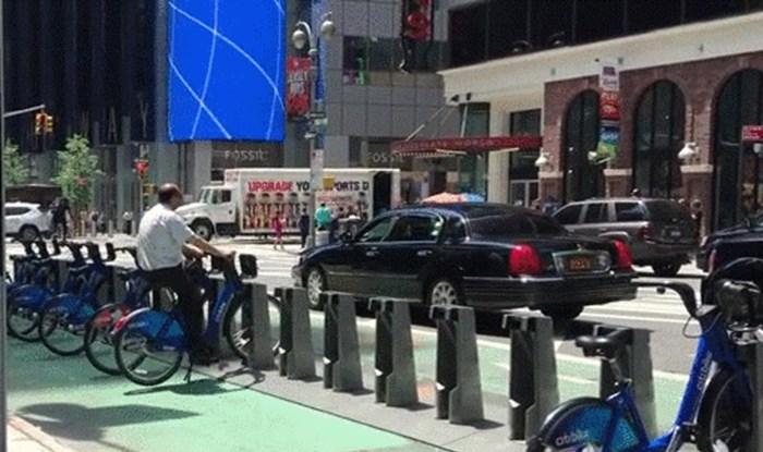 Lik je došao do zaključanog gradskog bicikla i iskoristio ga na genijalan način