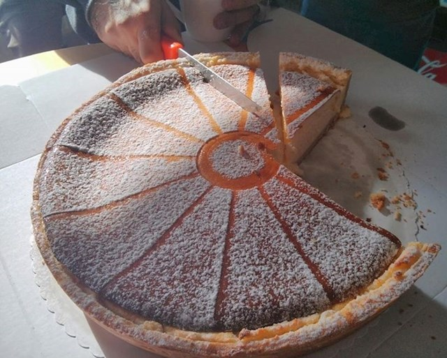 Zbog čega bi netko ovako rezao kolač??? 😐
