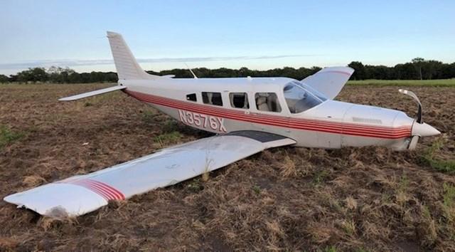 """""""Motor je prestao raditi dok je tata upravljao avionom. Na kraju nas je ipak uspio spustiti na jednom polju, nitko nije bio ozlijeđen."""""""