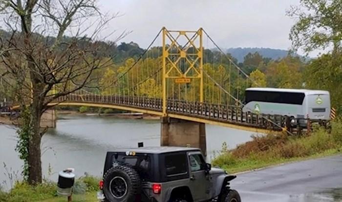 Prolaznik je snimio strašan trenutak kad se most počeo savijati, vozač busa je ignorirao zabranu