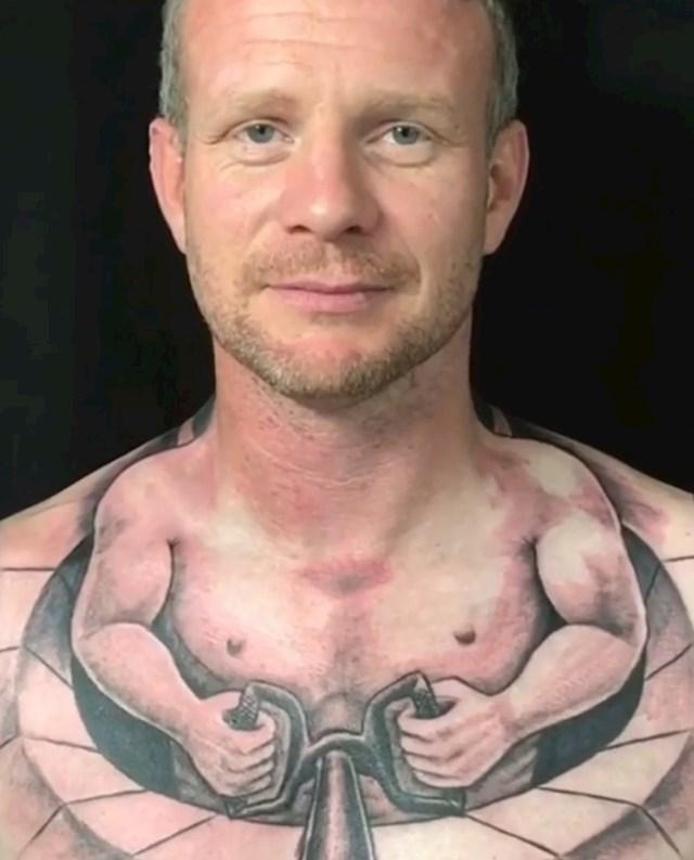 Iskoristio je svoju glavu za čudnu tetovažu.