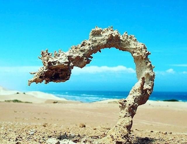 Evo što se dogodi kad munja pogodi pješčanu plažu...