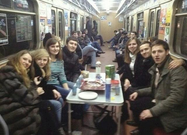 Večeras je naša fešta... u podzemnoj željeznici.
