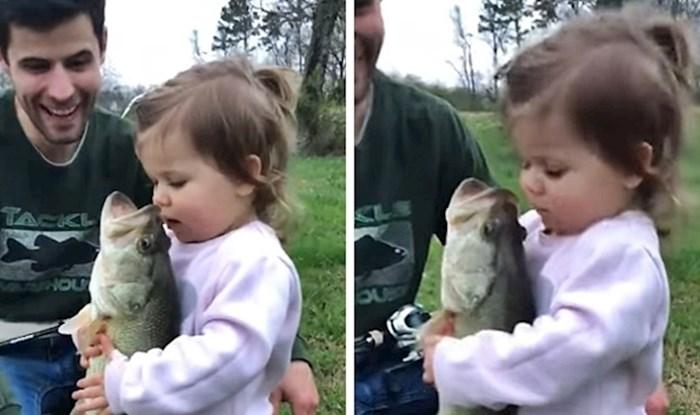 VIDEO Klinka je s roditeljima išla u ribolov, morali su je snimiti kad su vidjeli što radi