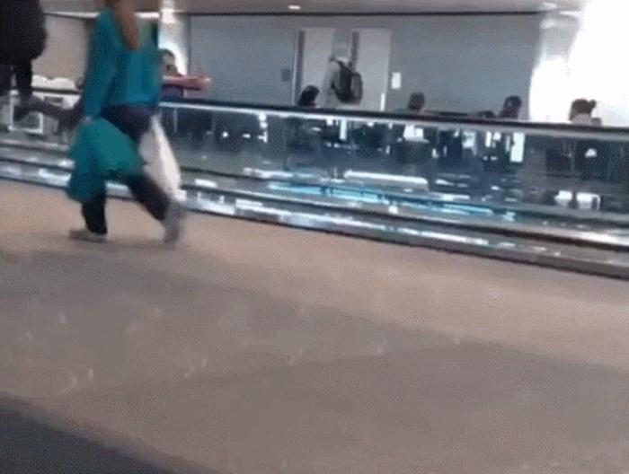 Lik je očito imao vremena pa se odlučio malo zabaviti na zračnoj luci