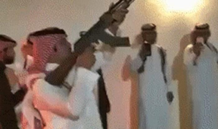Bogati šeik je na svojoj zabavi pucao iz puške, a onda je netko snimio šokantnu nezgodu