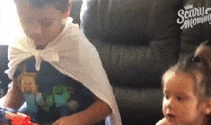 Dječak se pretvorio u naoružanog zubara, pogledajte što je učinio svojoj sestri