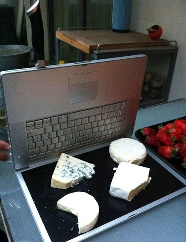 """""""Ne bacajte stare laptope. Ja svoj koristim u kuhinji."""""""