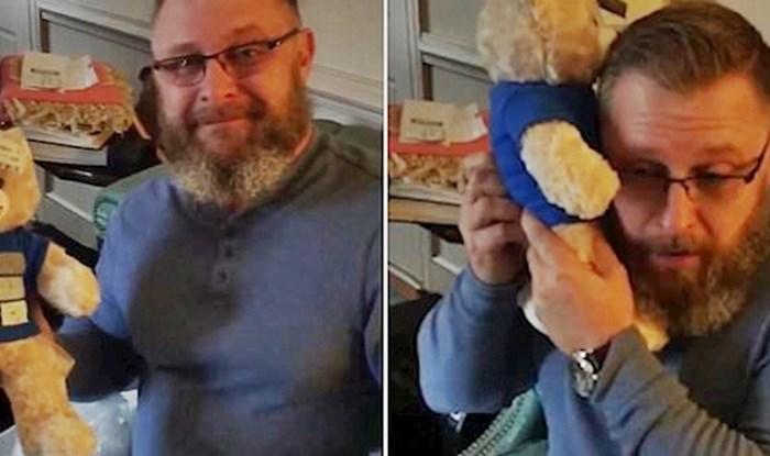 VIDEO Tata se rasplakao kad je čuo poznati zvuk iz plišanog mede