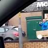 Prolazili su kraj McDonald'sa i ugledali urnebesan prizor koji su morali snimiti
