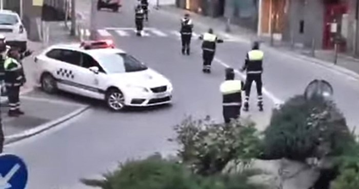 Policajci su smislili način kako zabaviti ljude u kućnoj karanteni, evo što su radili na ulici