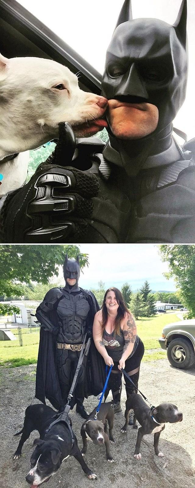 Ovaj čovjek se oblači u Batmana, spašava napuštene životinje i pronalazi im nove domove.