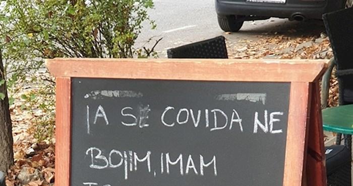 Restoran je ispred ulaza postavio poruku koja nasmijava prolaznike
