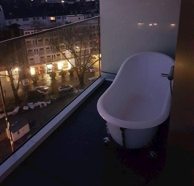 """""""Hotel u kojem smo noćili nudio je kadu s pogledom na grad."""""""