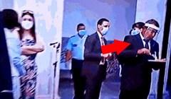 Zbog koronavirusa su nosili maske i vizire, a onda se jedan lik osramotio pred kamerama