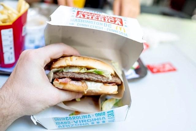 """""""Najprije sam izvadio Miami Burger. Na portugalsko tržište je stigao prošli mjesec i jedan je od najnovijih općenito. Navodno ima okus Amerike."""""""