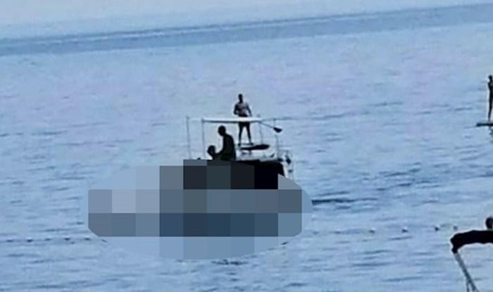 """Svijet poludio od vrućine? 😂 S obale su gledali prema moru i čudili se ovom """"plovilu"""""""