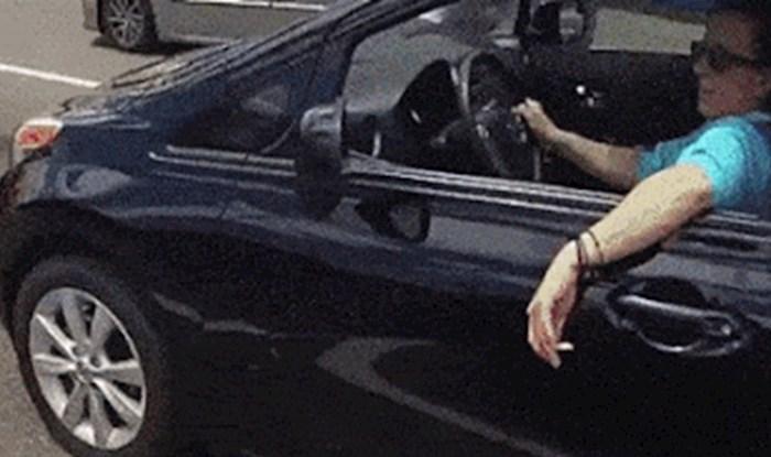 Vozačica je bacila opušak na cestu, motorist joj je priredio neugodno iznenađenje