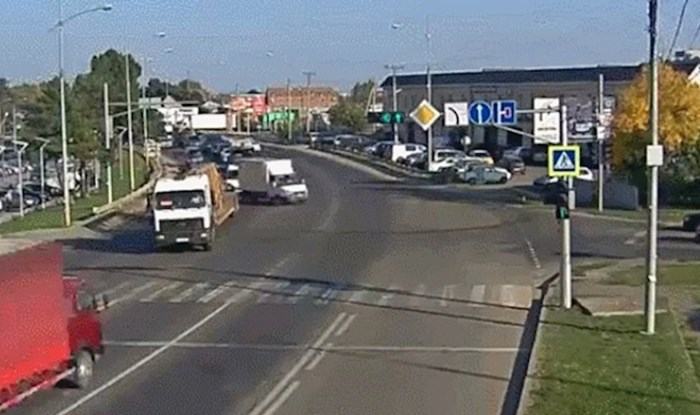 "Vozači se nisu mogli dogovoriti, prometna kamera je snimila preglup ""bliski kontakt"""
