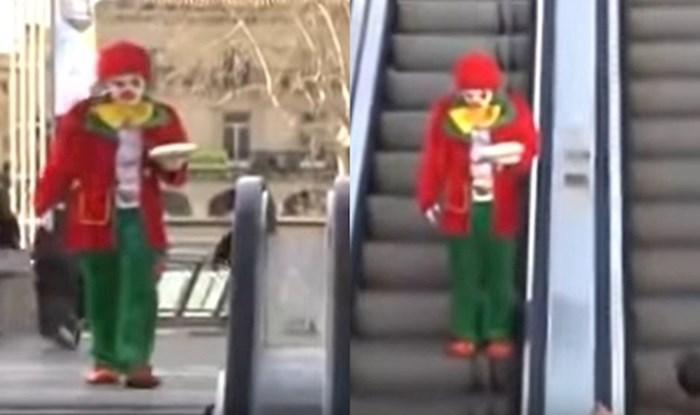 VIDEO Ovaj klaun je odlučio nekome na pokretnim stepenicama uljepšati dan tortom, pogledajte kako je to završilo