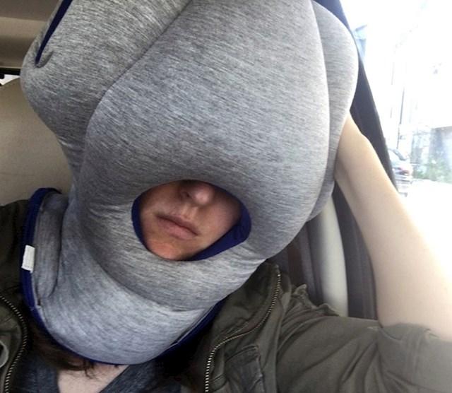 Ovaj jastuk osigurat će vam baš ništa ne smeta- ni svjetlost, ni zvuk.
