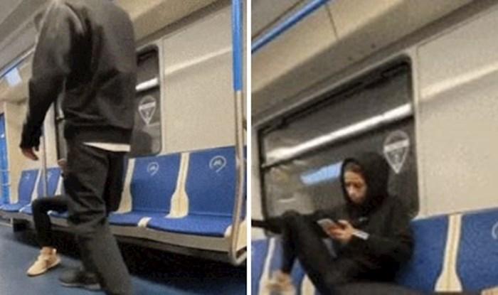 Djevojka na presmiješan način spriječila da netko sjedne pored nje u javnom prijevozu