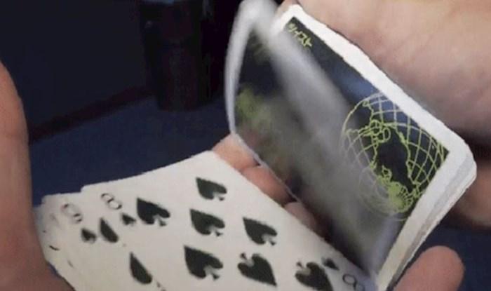 Miješanjem ovih karata otkriva se iluzija na njihovim pozadinama