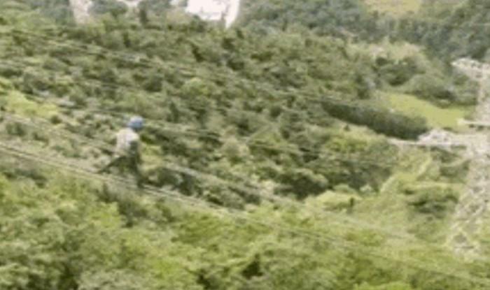 Čovjek šokirao Internet spuštanjem po električnim vodovima