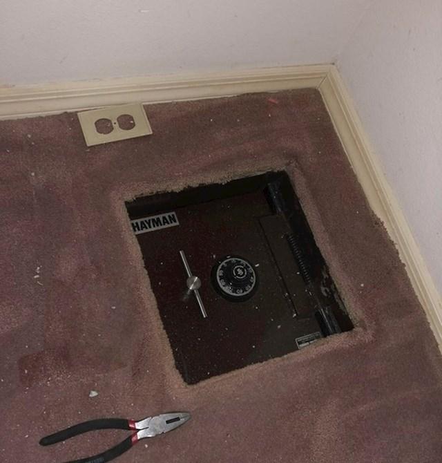 Autor ove fotografije kupio je kuću, a u podu pronašao sef.