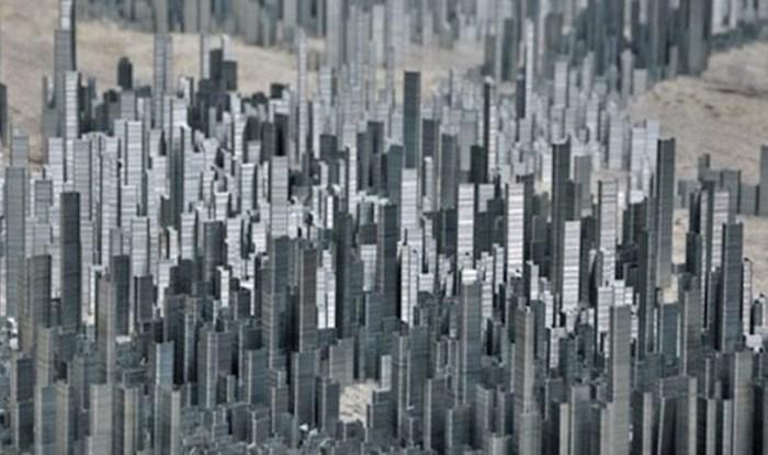 Umjetnik je koristeći metalne spajalice uspio izraditi cijeli minijaturni grad