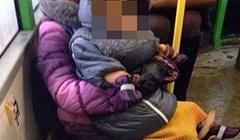 Pogledajte koga ova žena nosi u rukama dok se vozi autobusom