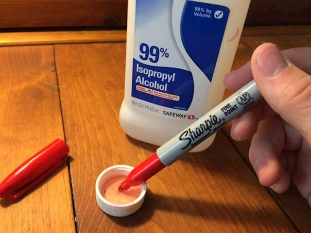 Vratite život markerima vašeg djeteta time da ih utrljate u čisti alkohol.