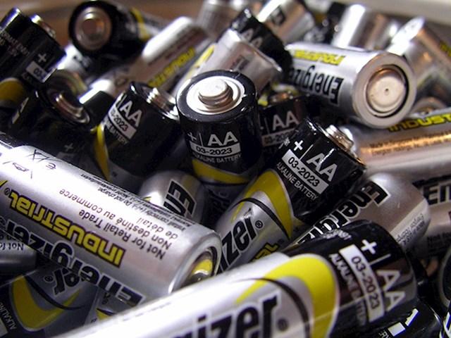 Koristite baterije koje se mogu puniti!