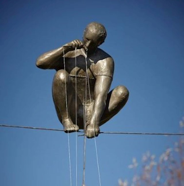"""""""Lutkar"""" - brončana skulptura umjetnika Jerzyja Kedziora. Kako mu je ovo uspjelo?"""
