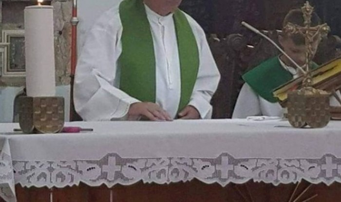 Svećenik je oduševio cijelu Hrvatsku simpatičnim detaljem kojeg je nosio tijekom mise i postao hit