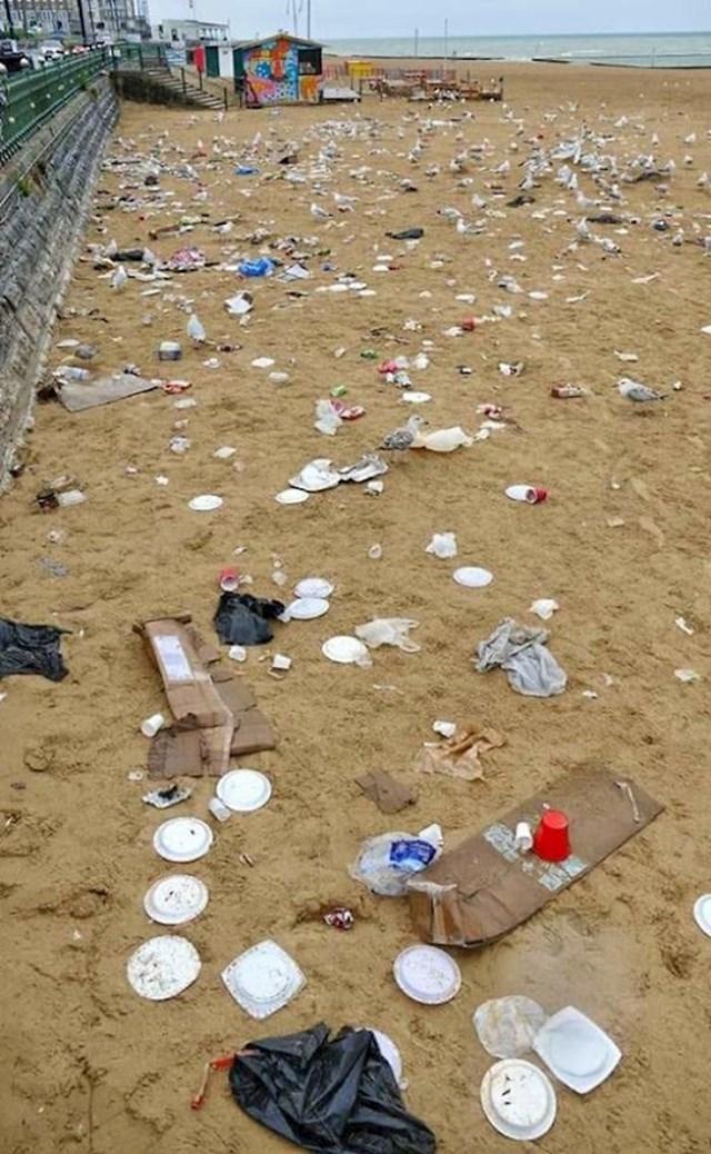 #14 Plaža Margate nakon što su turisti otišli