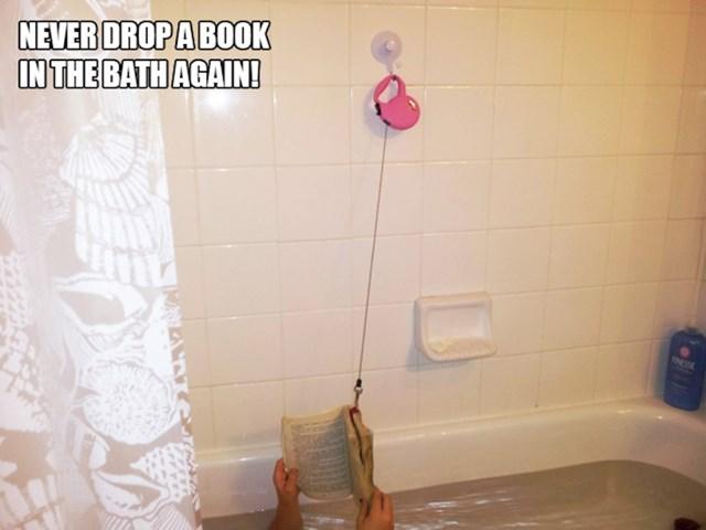 1. Nikad mu više neće ispasti knjiga u kadu.