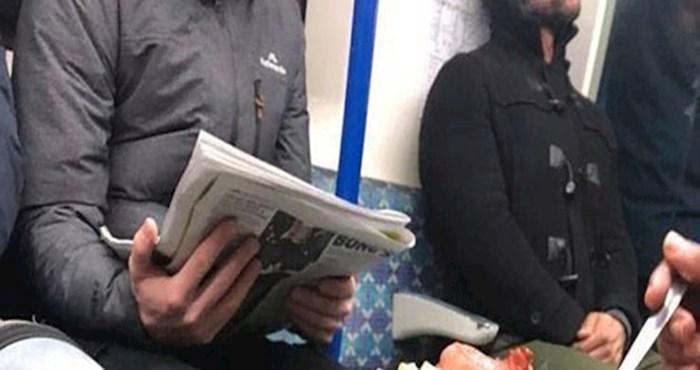 Čovjek je bez imalo srama u podzemnu željeznicu ponio neobično serviran obrok