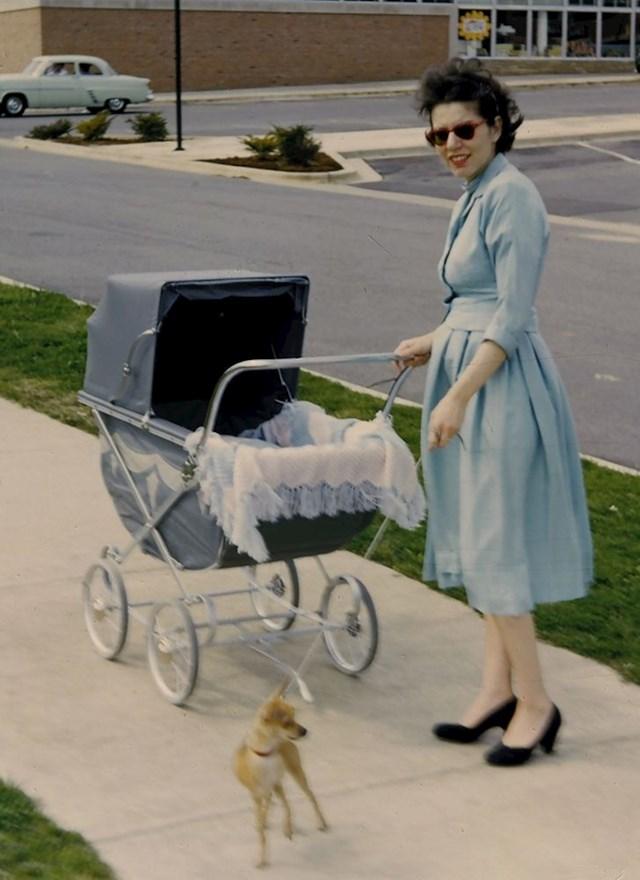 """10. """"Moja baka u šetnji sa djetetom i psićem, negdje u 50-tima"""""""