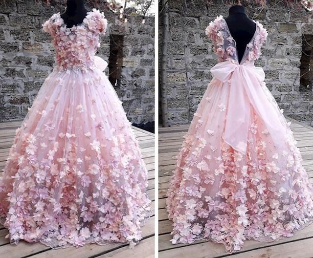 1. Sama sam sašila ovu svečanu haljinu.