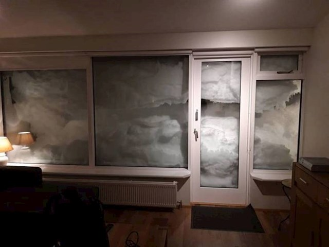 """1. """"Moja sestra je otišla na putovanje u Island i poslala mi fotku pogleda iz svojeg apartmana..."""""""