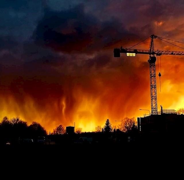 7. Zalazak sunca koji izgleda kao požar