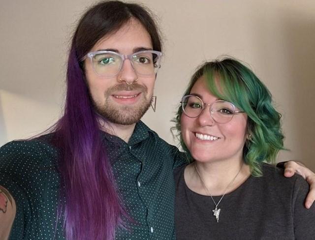 17. Ona ima 35, a on 23 godine.