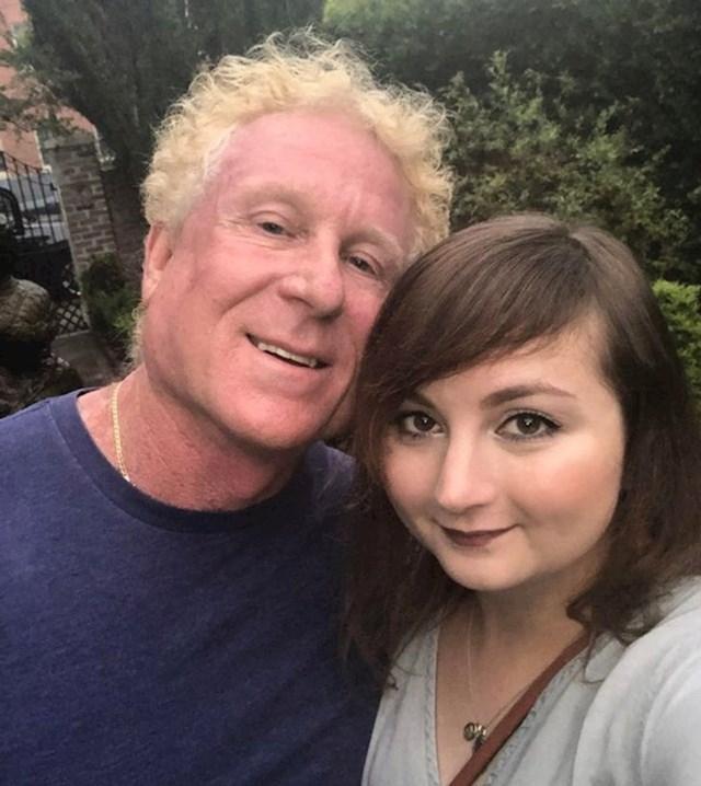 7. Njezin dečko ima 64 godine, a ona 29.
