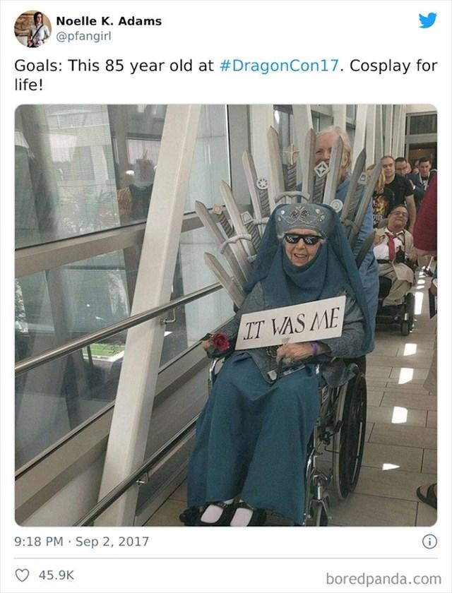 16. Ova baka izgleda voli gledati Igre prijestolja