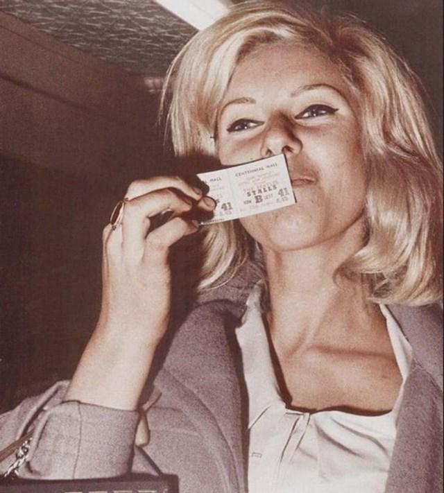"""2. """"Moja baka u 60-tima, drži kartu za koncert Beatlesa!"""""""