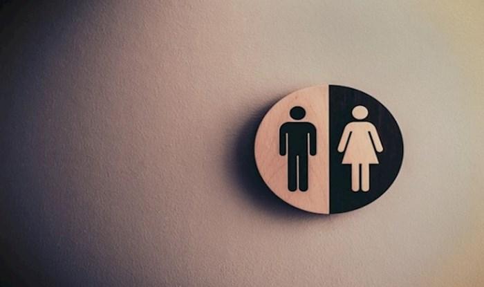 Meme koji prikazuje razliku u gužvi ispred muškog i ženskog wc-a na odmorištima nasmijao je tisuće